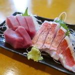 海鮮屋台 あみたつ - まぐろ赤身(450円)&金目鯛(900円)
