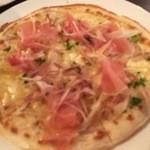 ワインカフェ - ミョウガと生ハムのピザ