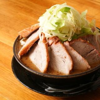 チャーシュー国産豚の生腕肉を使用
