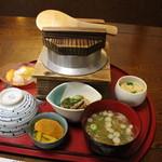 釜めし弥彦 - ウニとカニの釜めし 1680円