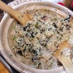 40795397 - 食べ放題に含まれる土鍋ご飯