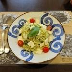 鎌倉パスタ - モッツァレラとトマトのカプレーゼ風冷製パスタ