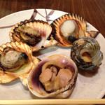 磯料理ヨット - ヨット定食の焼き貝。サザエは82歳の母親が苦労なく噛み切れる焼き加減でした。