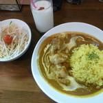 祭 - チキンカレーランチセット850円(サラダ&ドリンク付)ご飯をターメリックライスに変更50円増