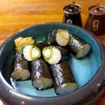 40801797 - 元祖レタス巻(¥1080)。レタス・蒸し海老のマヨネーズ太巻き、このお店が発祥だとい
