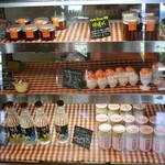 cafe HACHI - レジ近くにあった冷蔵ケース内