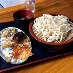 40804136 - 天ぷら付きの肉汁うどん