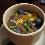 蕎麦 惠土 - 蕎麦豆富(秋田の生蓴菜とブルーベリーを使った夏野菜土佐酢ジュレ)