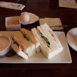 じゅうやくしつ - モーニングAセット「おまかせサンドイッチ」