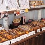 パティスリーミュー - 焼菓子、ドーナツなどギフト商品も充実しています。