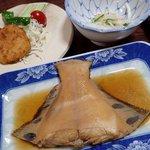 磯乃屋 - 夕食b;黒鰈煮付/蛸コロッケ/酢物 @2015/08/10