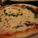 トラットリア ウーノ - シンプルなピザ