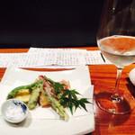 40821138 - 天婦羅も日本酒。日本酒も¥900〜1合とコスパよし!