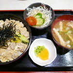 Aioimochihonten - 親子丼(750円)色々ついています♪