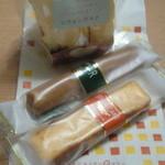 たまごキッチン Maman - 買って帰ったお菓子。シフォンケーキのラスク、フィナンシェメープル、オレンジケーキ