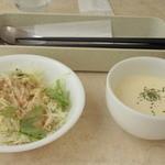 40822813 - セットのサラダ、スープ