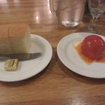 40823669 - パンとトマトサラダ