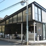 ブランチキッチン - 手前のオープンスペースがマーサーカフェ、 奥がブランチキッチン