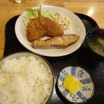 吉兆 - 鮭の甘塩焼きとアジフライの定食
