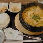 くんむる食堂 サンギュ - チゲ鍋(ご飯、おかず2品つき)