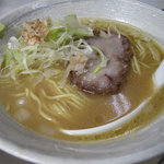 節道 - 基本の節道ラーメン550円です。スープは少なめですけど、味が濃かったので結果的に量は◎です。