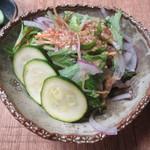 u-ma kagurazaka - 水菜とムラサキタマネギのサラダ