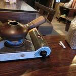 自家焙煎珈琲 のんびり - 焙煎機と生豆。コーヒー豆の焙煎前のは初めて見た!