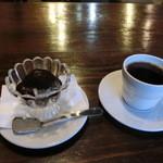 自家焙煎珈琲 のんびり - アッフォガードと気紛れブレンド珈琲。セットで680円(税込み)