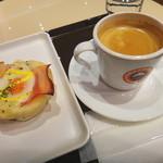 40835532 - エッグベネディクトとブレンドコーヒーのモーニングセット