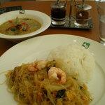 4084899 - グリーンカレー、海老と春雨の炒め物