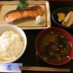竃 - キングサーモンの麹漬け焼き(1200円)