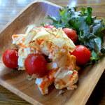 ウォーター - トマトキムチとクリームチーズのおかか和え