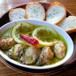 ウォーター - 牡蠣とレモンのアヒージョ