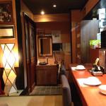 居酒屋永吉 - 座ったカウンター席から玄関を眺めると・・・