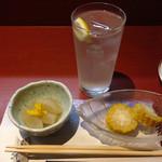 居酒屋永吉 - お通しはかぶの煮物とトウモロコシ  これにレモンチューハイ