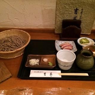 吉草 - 吉草の蕎麦とスモークされた鴨肉とデザートの抹茶ロールケーキ。 日替りの海老と鱧の天ぷらそばセットは1380円。 うまし。