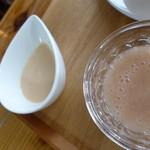 40849610 - 自家製練乳と桃のシロップが付いてきます