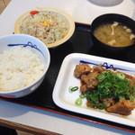 松屋 船橋ビビットスクエア店 - ガーリックチキン定食(^∇^)
