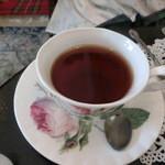 ポントオーク - プチランチコース(前菜2種・スープ・サラダ・パン・本日のメインディッシュ・デザート・紅茶(2,500円)