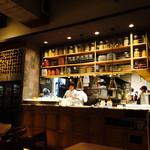 bottega - 店内から厨房の内観