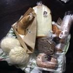 40857442 - 購入したパンの数々。どれも美味しかった♪