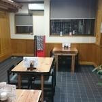 食堂こまつ - テーブル席
