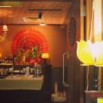 モティティ - 店内(セルフサラダ、セルフコーヒー)