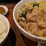 40858852 - ワンタン麺、ご飯は無料