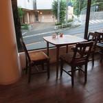 ベルティエ - 内観:3人テーブル