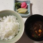 新井旅館 - 留椀:赤出汁 香の物:三種盛り