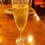 欧風カレー ボンディ - ワイン、たのんじゃったー! ジャガイモを食しつつワイン……イケル! <≧▽≦>