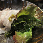 金武 - 海ぶどうやサラダを巻いていただくのも美味しい。