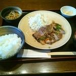 豚道楽 - トンテキ定食(940円)