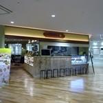 キャンベルアーリ- - 福岡三越の地下一階ラシックの端にあるカフェレストランです。